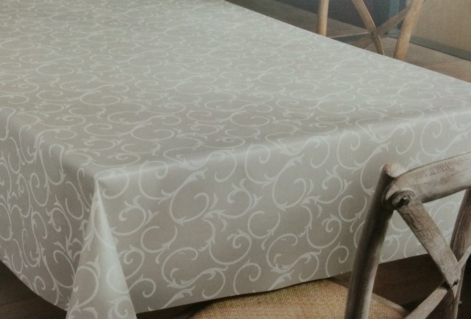 wachstuch rolle 140 cm breite k150193 barock grau floral. Black Bedroom Furniture Sets. Home Design Ideas